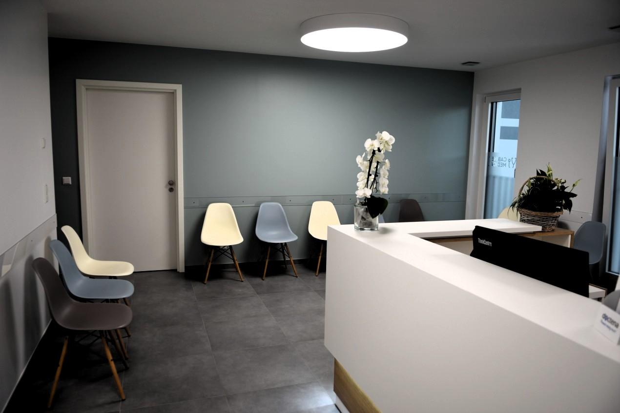Salle d'attente du cabinet medical cmroeser à Roeser